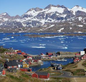 Letní dovolená mezi ledem v nekončícím slunci – Grónsko