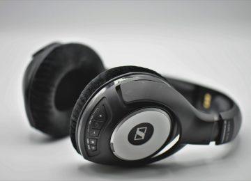 TOP 5 – nejlepší bezdrátová sluchátka na cestování a sport
